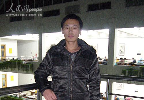 振华:自强感恩,奋斗不息(大连民族学院)--人民网